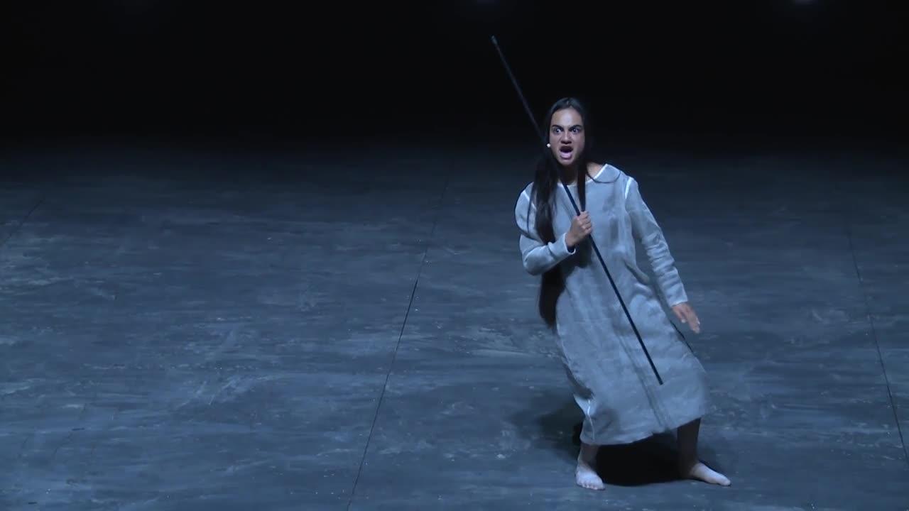 Vidéo Lemi Ponifasio - Standing In Time - extraits
