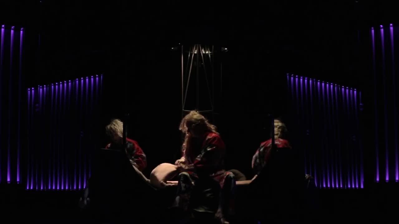 """Vidéo """"Quills"""" de Doug Wright, m.e.s. R. Lepage et J.-P. Cloutier - Présentation"""