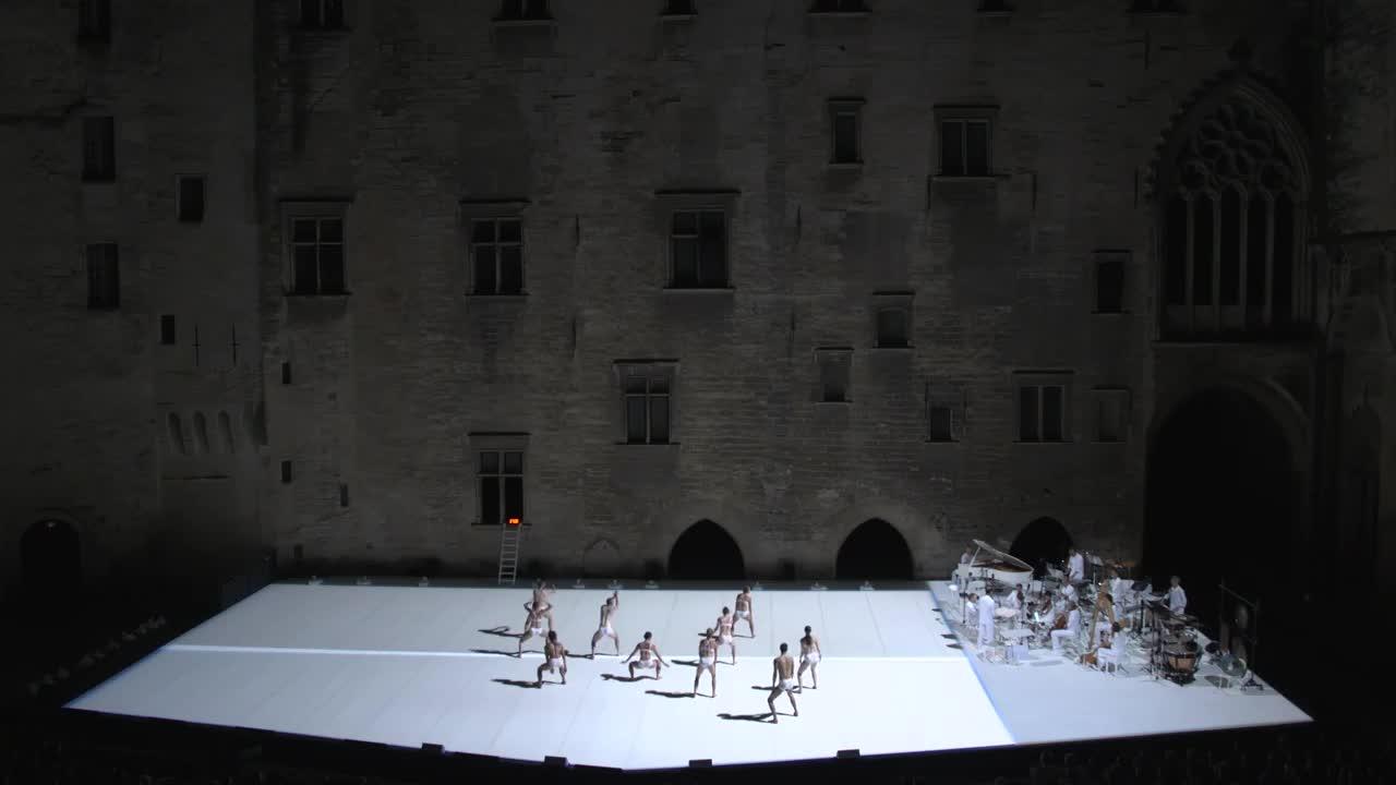 """Vidéo """"Story Water"""" de Emanuel Gat et Ensemble Modern - Extraits"""