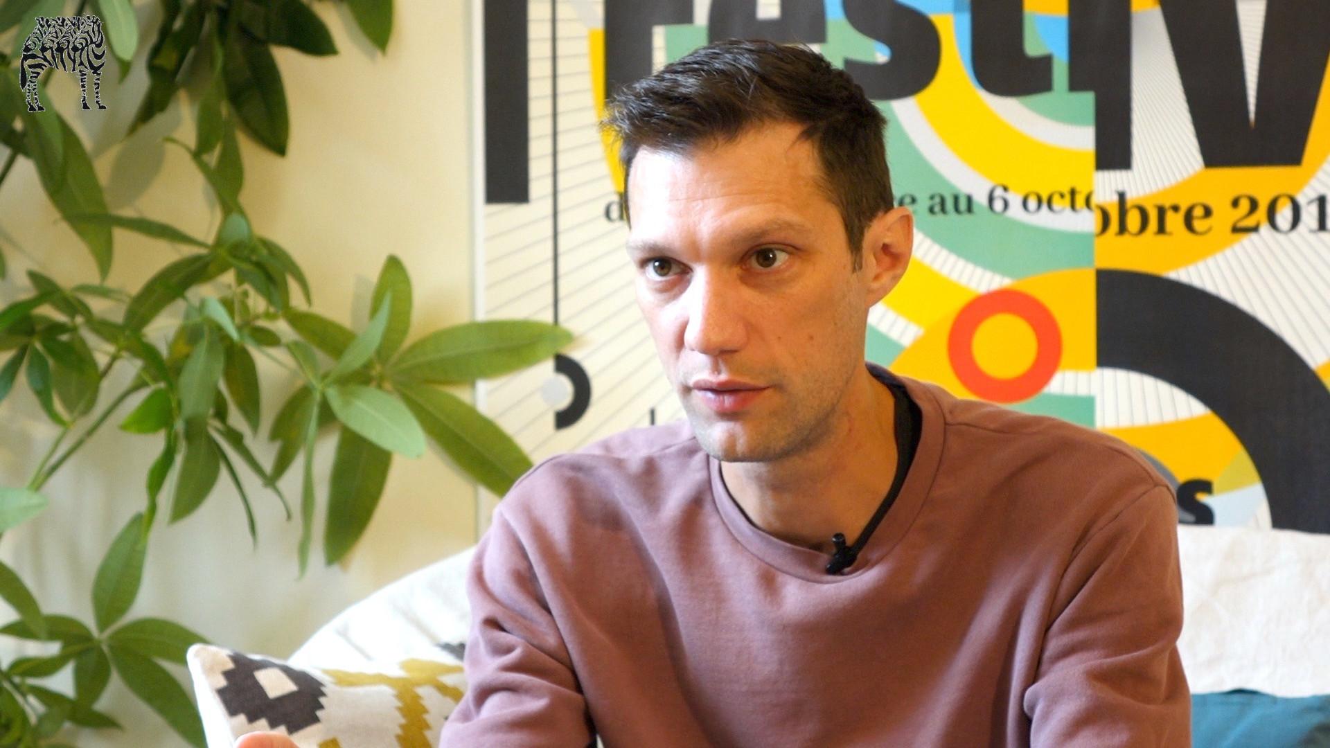 Image de la vidéo pour 'Dehors'