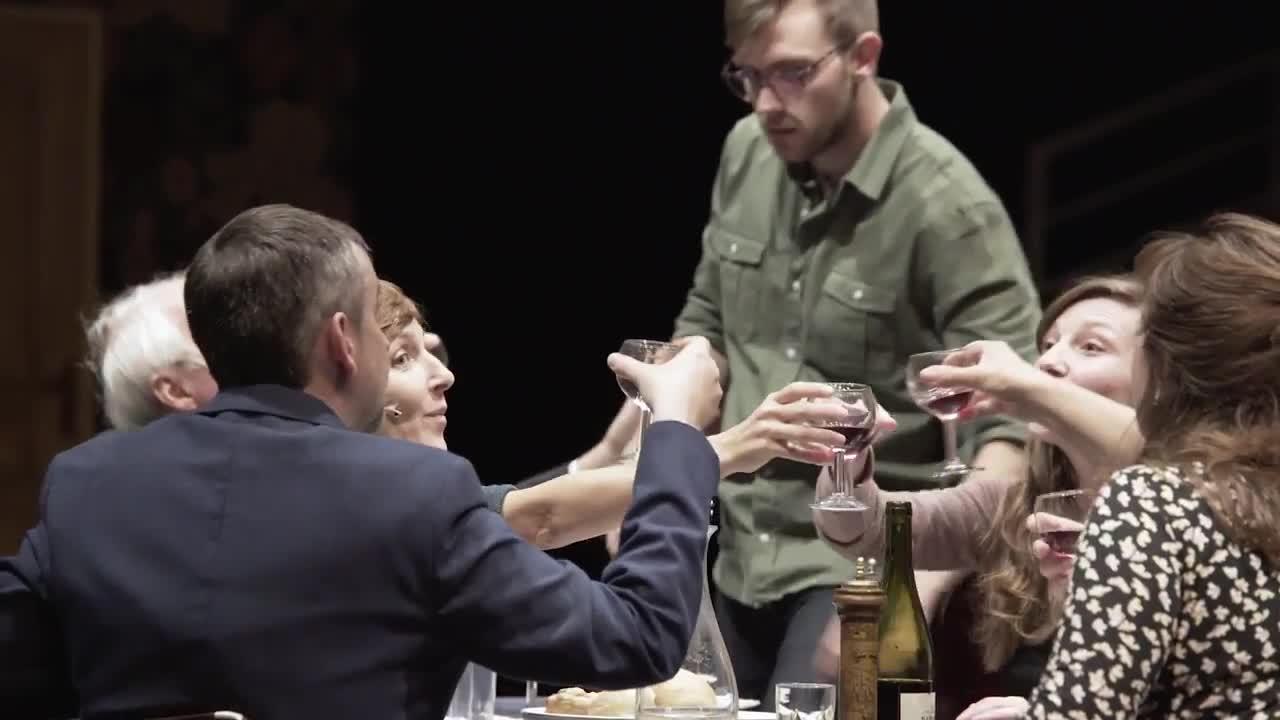 """Vidéo """"Tout le monde ne peut pas être orphelin"""", Les Chiens de Navarre - Jean-Christophe Meurisse"""