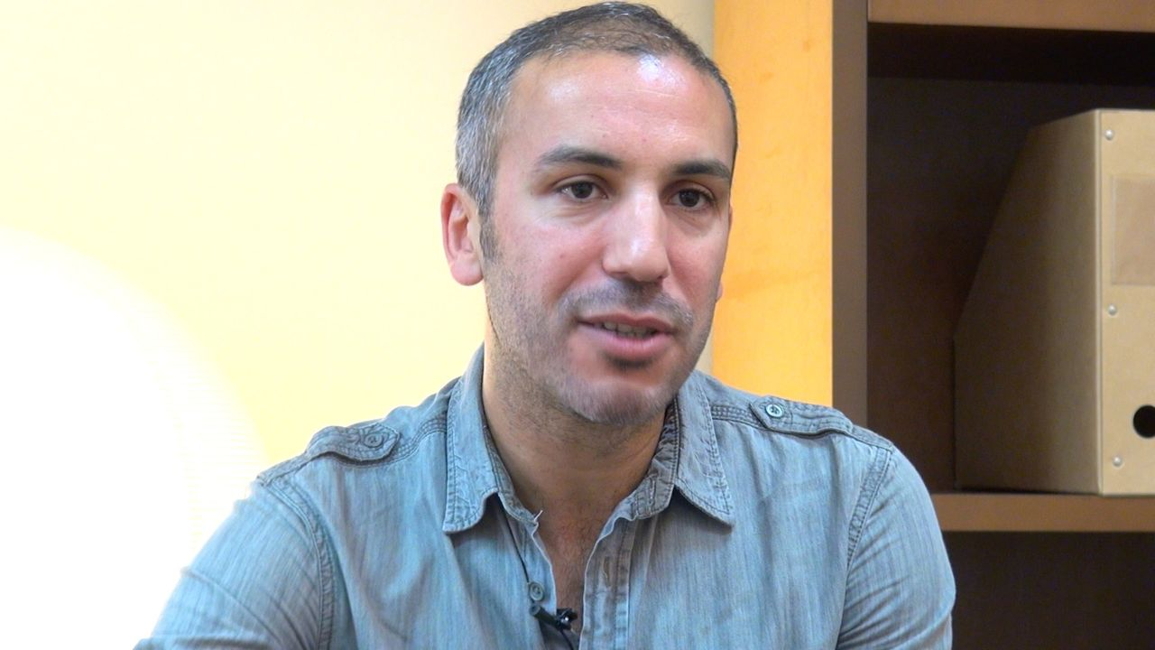 Image de la vidéo Mohamed El Khatib / Le contexte menant à l'écriture