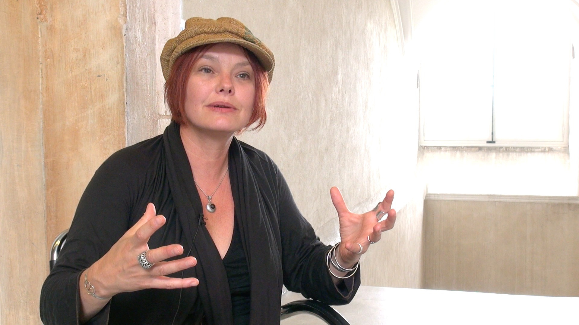 Image de la vidéo pour 'Must go on'