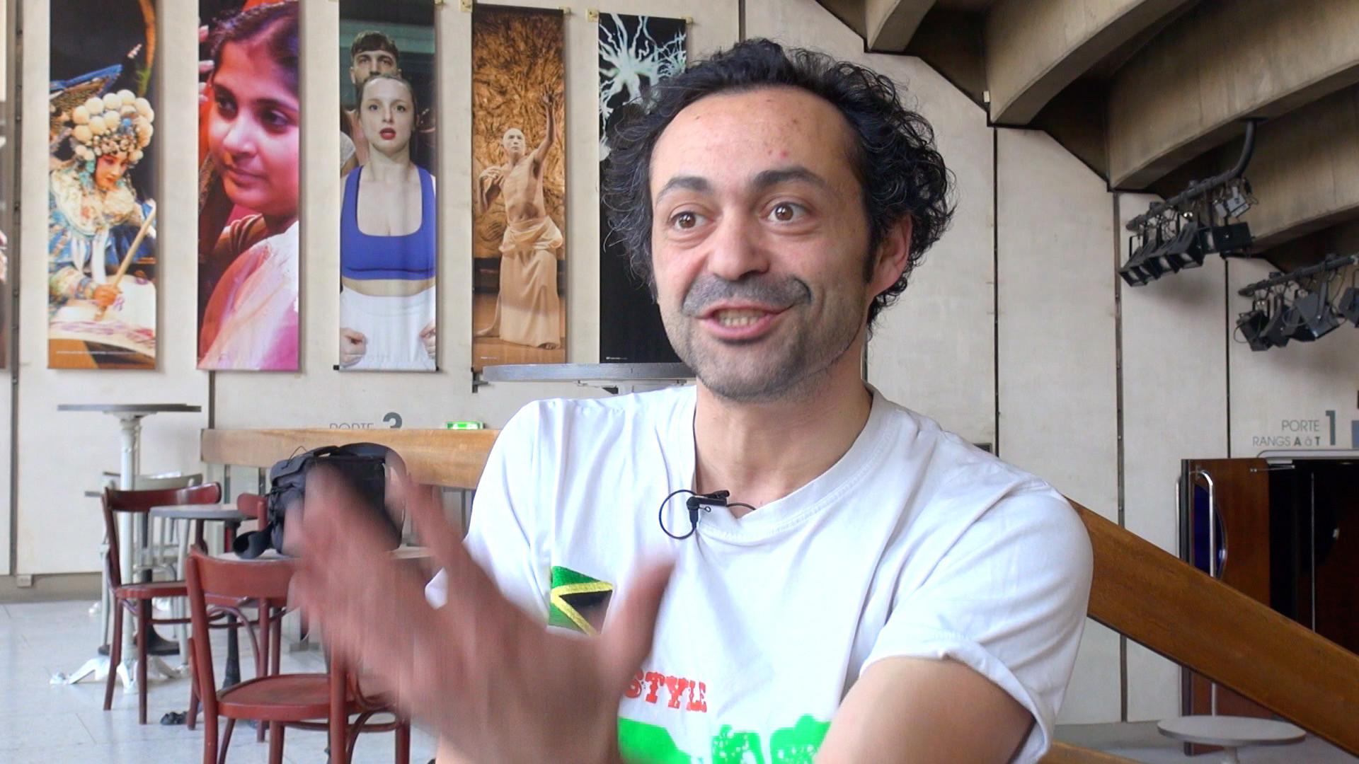 Image de la vidéo pour 'Petits contes d'amour et d'obscurité (Les Illisibles et Quelqu'un est Marie)'
