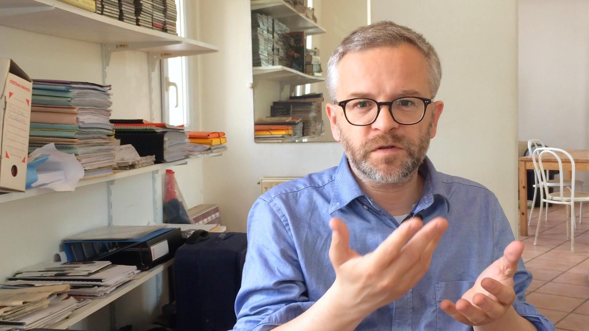Image de la vidéo Julien Thèves - Le premier texte de théâtre