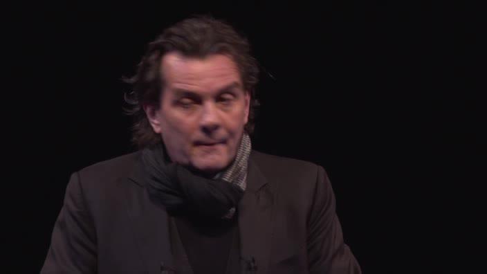 """Vidéo """"Électre"""" et """"Antigone"""" - Interview de Christian Schiaretti"""