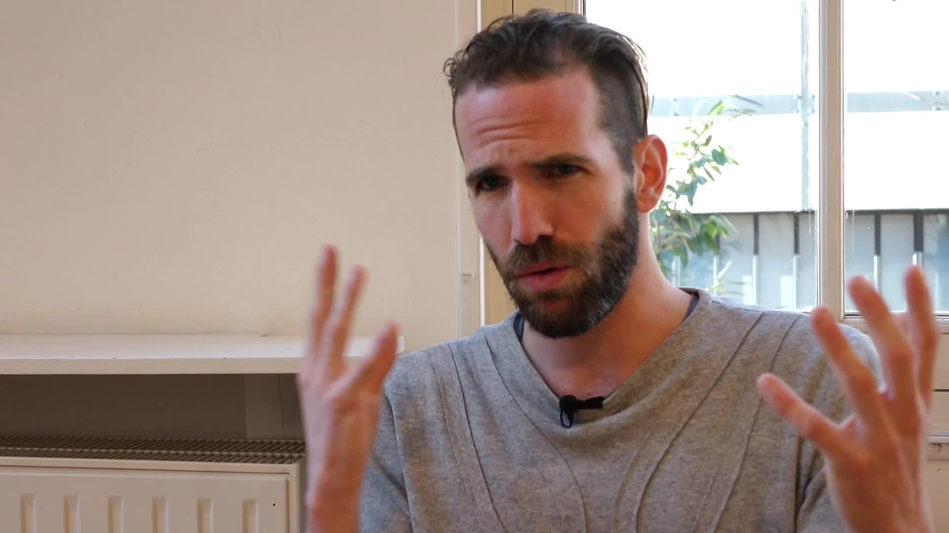 Image de la vidéo pour 'Ces regards amoureux de garçons altérés'