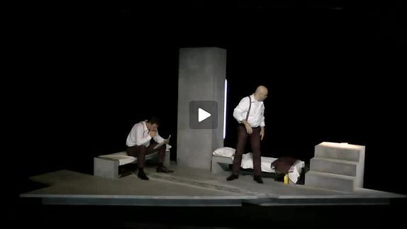 """Image du spectacle """"Le Monte-plats"""" de H. Pinter, m.e.s. C. Pecheny, extraits"""