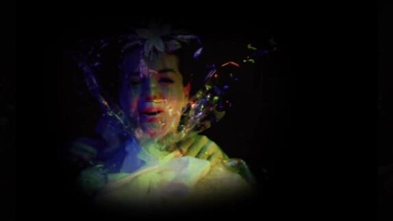 """Vidéo """"Broken"""", conception Véro Dahuron et Guy Delamotte - Extraits"""