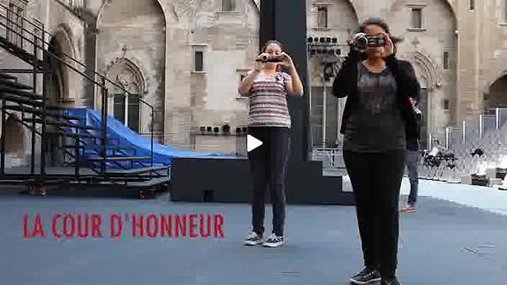 """Vidéo Jeunes critiques en Avignon : """"La Cour d'honneur"""""""