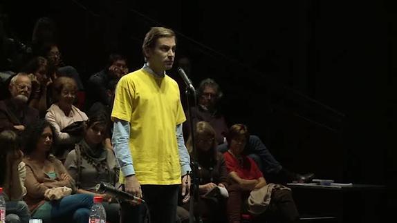 """Vidéo """"Please, continue (Hamlet)"""" de R. Bernat et Y. Duyvendak, extraits"""