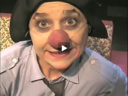"""Vidéo """"Emma sous le divan"""" - Présentation par Emma la clown"""
