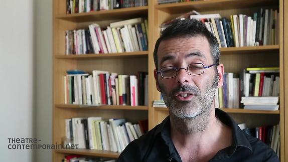 """Image du spectacle Sylvain Renard, """"Pigeon-Cyborg ou l'Homme-machine"""", les difficultés d'écriture"""