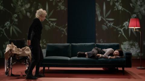 """""""Mon cœur"""", une recréation audiovisuelle de Pauline Bureau. Le combat d'une femme qui sauve des cœurs."""