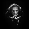 Image de spectacle Hamlet. Je suis vivant et vous êtes morts.