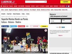 Superbe Marina Hands au Parvis