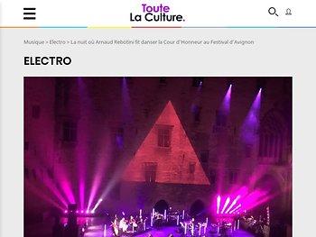 La nuit où Arnaud Rebotini fit danser la Cour d'Honneur au Festival d'Avignon
