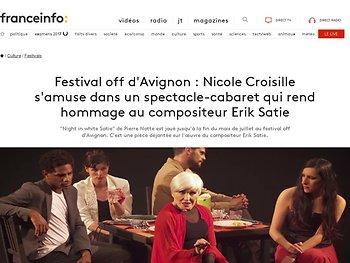 Nicole Croisille s'amuse dans un spectacle-cabaret qui rend hommage au compositeur Erik Satie